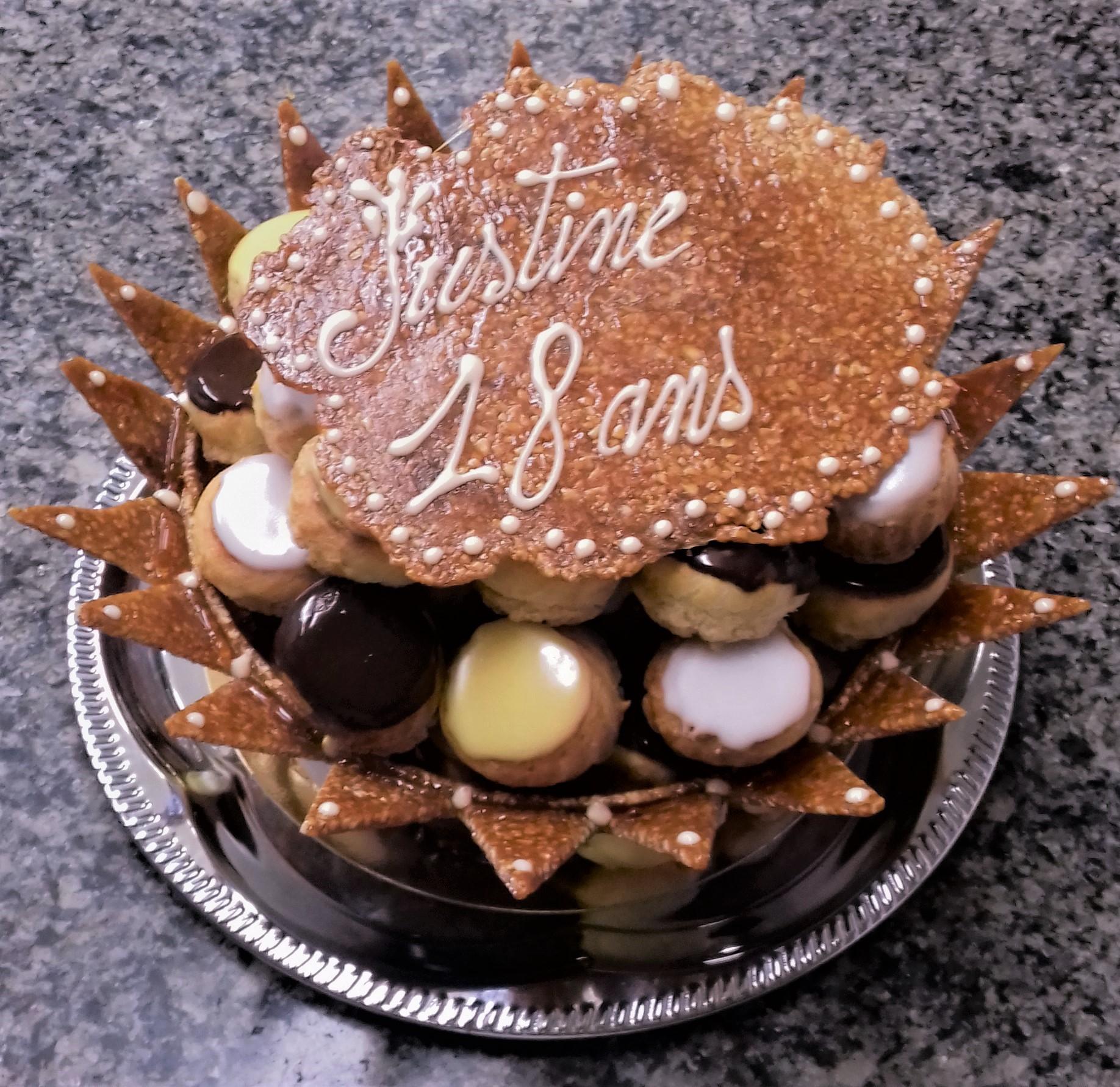 Coupe nougatine avec choux vanille chocolat framboise et mangue passion